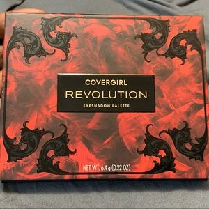 """Covergirl limited edition pallete """"Revolution"""""""